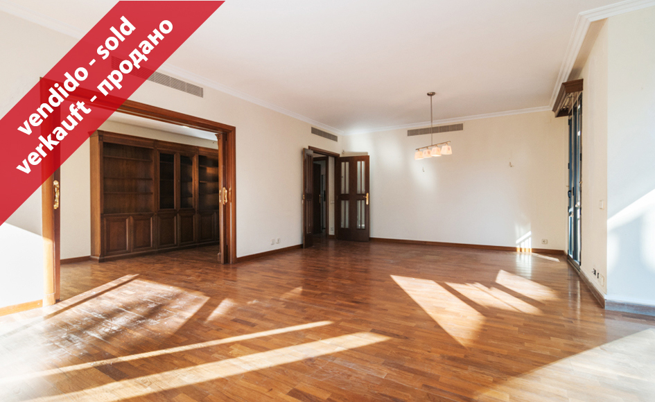 Piso de 198 m2 con 5 habitaciones en calle folgueroles for Piso 5 habitaciones